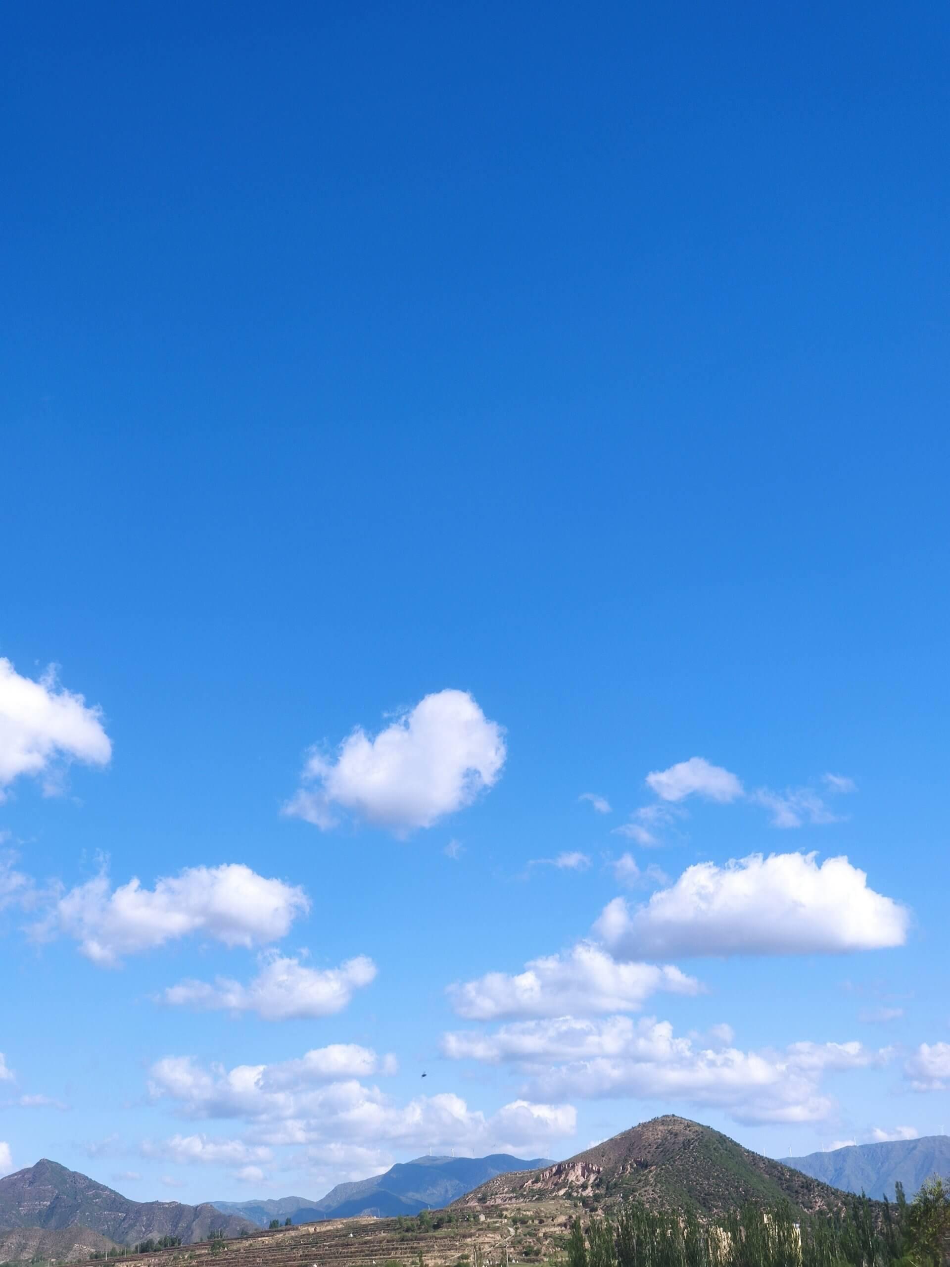 蓝蓝的天,早睡早起身体好插图1